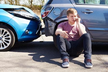 Ein Unfall ohne Eigenverschulden bringt für den Geschädigten einige Rechte mit sich. Direkt nach dem Verkehrsunfall ist es sehr wichtig, sofort die Polizei zu rufen. Diese sorgen für eine korrekte Unfallaufnahme. Symbolfoto: stockbroker / 123RF