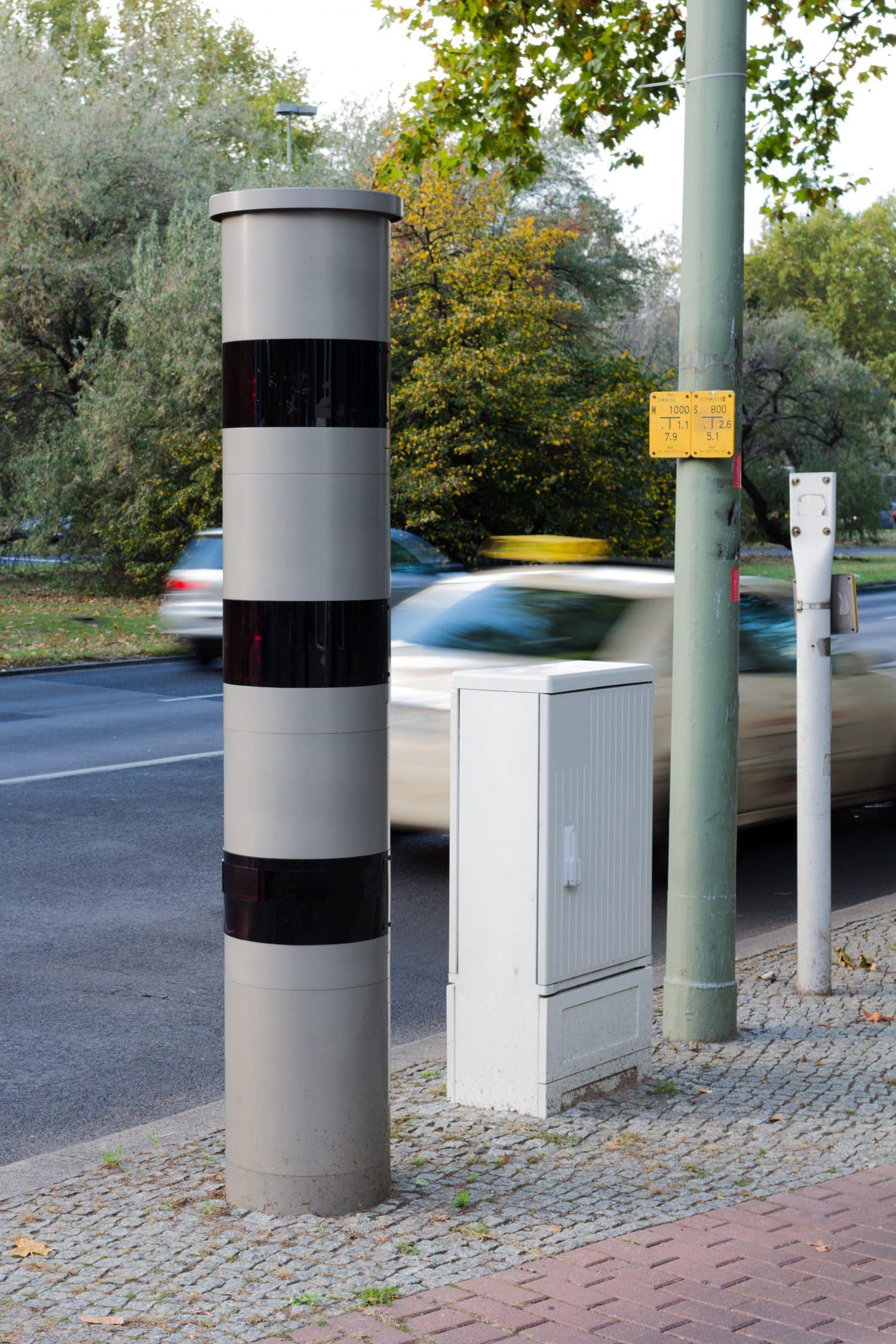 Stationärer PoliScan Speed Blitzer