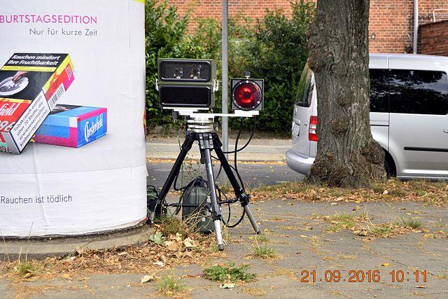 mobiles PoliScan Speed Geschwindigkeitsmessgerät