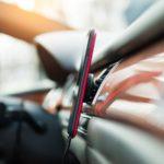 Mobiltelefon im Auto