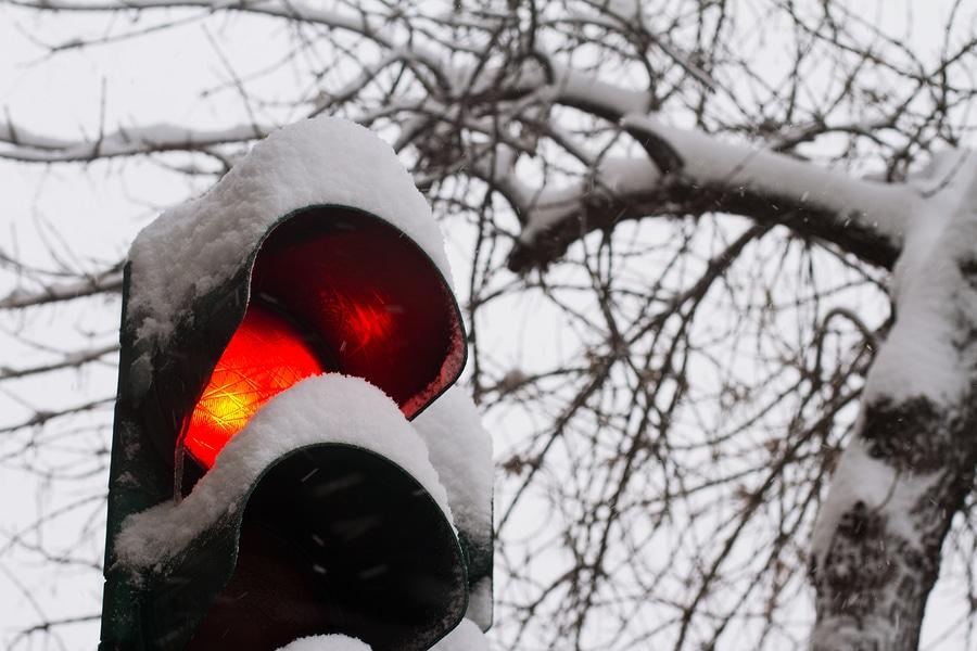 Nichtbeachtung des Rotlichts einer Lichtzeichenanlage wegen Straßenglätte