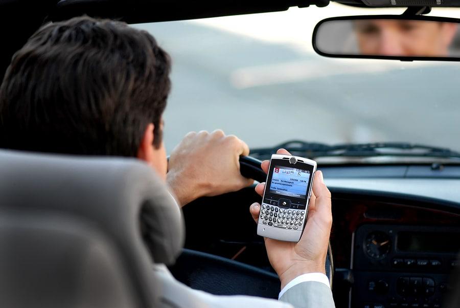 Verschäfung der Strafen für die Nutzung von Handy oder Tablet während der Fahrt