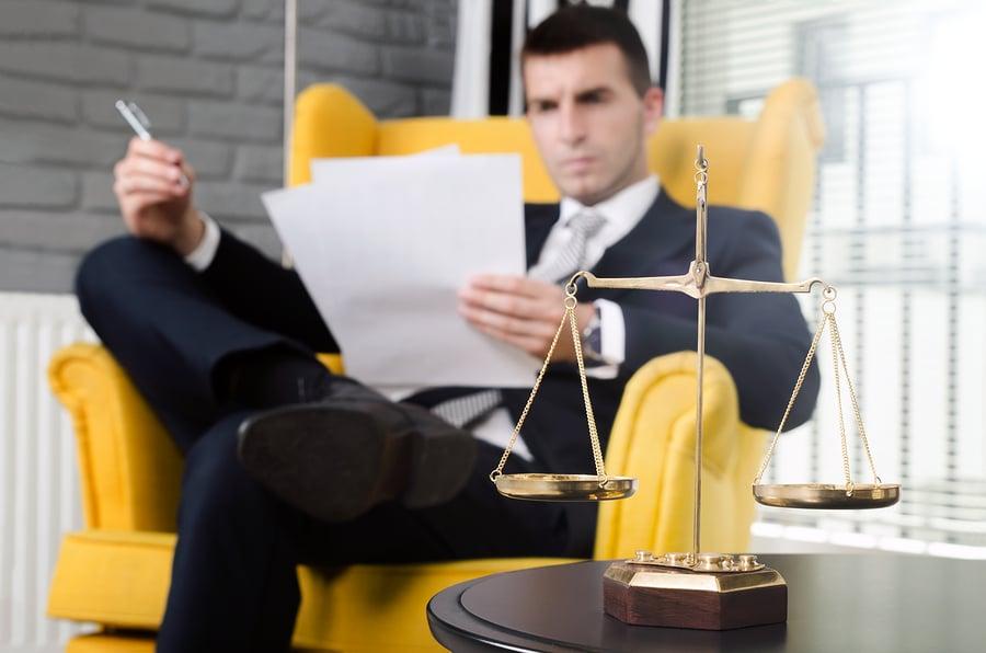 Bussgeldverfahren – Anwalt hat grundsätzlich Anspruch auf Mittelgebühr