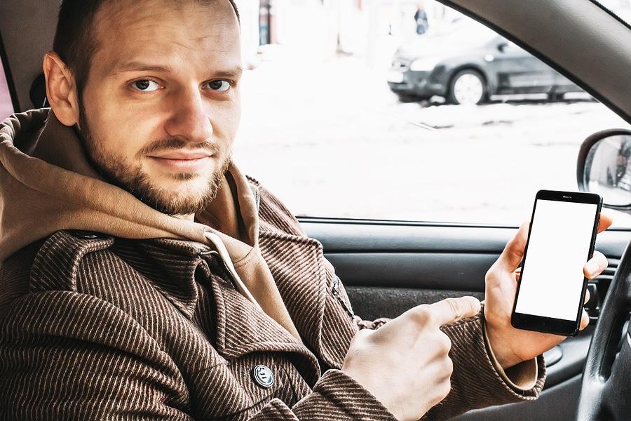Wann wird ein Mobiltelefon verbotswidrig benutzt und liegt ein unerlaubtes Halten vor? width=