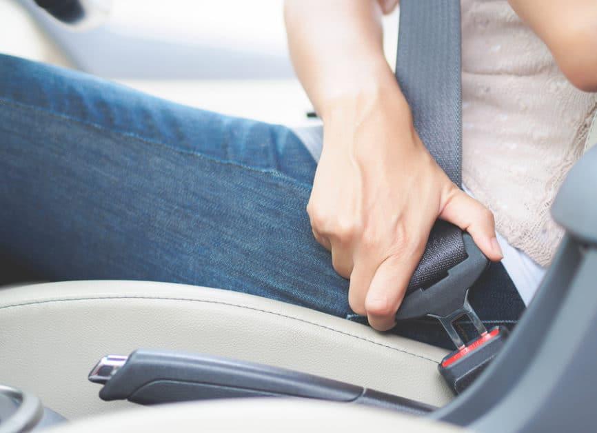 Tatmehrheit bei Geschwindigkeitsüberschreitung und Nichtanlegen des Sicherheitsgurts
