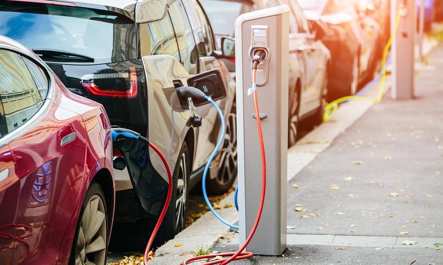 "Parkverbot – ""Elektrofahrzeuge während des Ladevorgangs"" - Rechtmäßigkeit"
