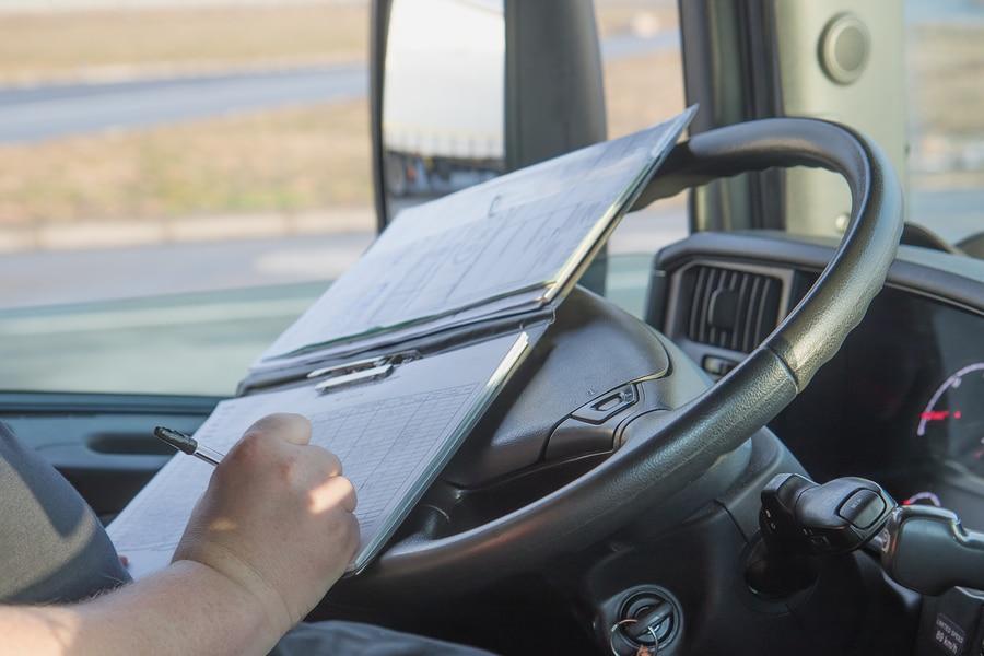Unterrichtungspflicht des Güterkraftverkehrsunternehmers über mitgeführte Fahrzeugdokumente