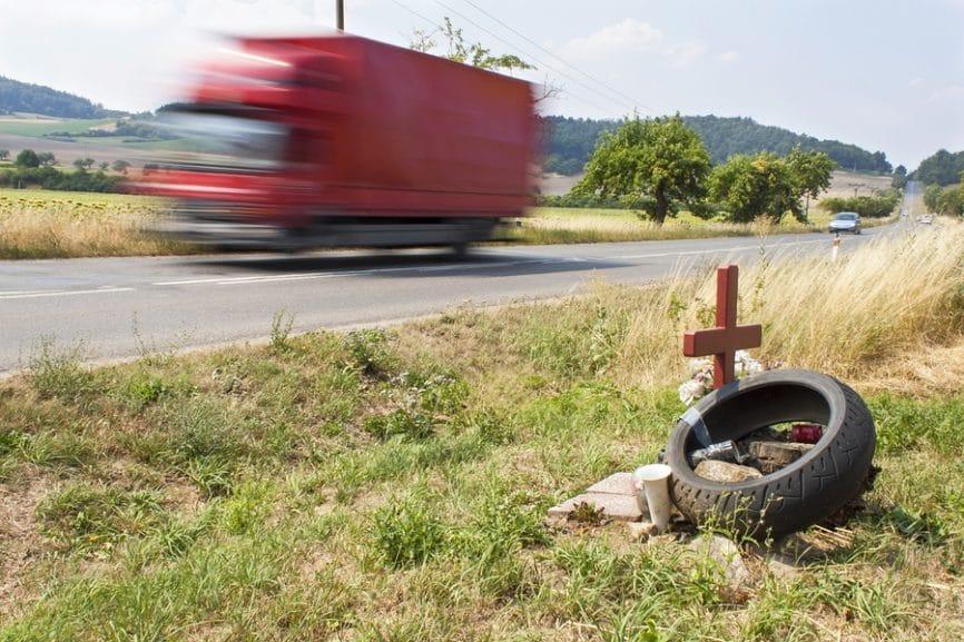 Fahrlässige Tötung und Gefährdung des Straßenverkehrs - lebenslange Sperre für die Wiedererteilung der Fahrerlaubnis