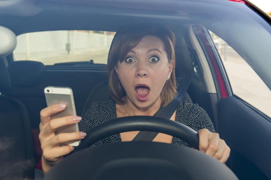 Messfoto von Geschwindigkeitsmessanlage - unerlaubte Handynutzung erkennbar – Foto verwendbar?