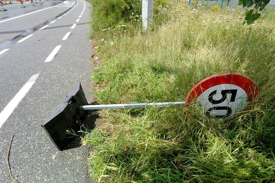 Vorsätzliche Geschwindigkeitsüberschreitung bei Mißachtung mehrerer Verkehrszeichen in einem Geschwindigkeitstrichter