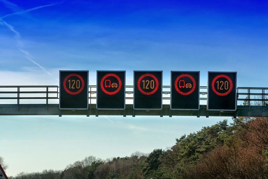 Regelfahrverbot – Übersehen eines Geschwindigkeitsbeschränkungsschildes