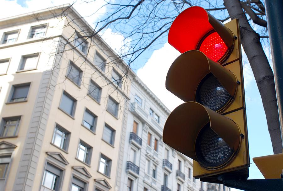 Rotlichtverstoß - Absehen vom Regelfahrverbot wegen drohendem Arbeitsplatzverlust