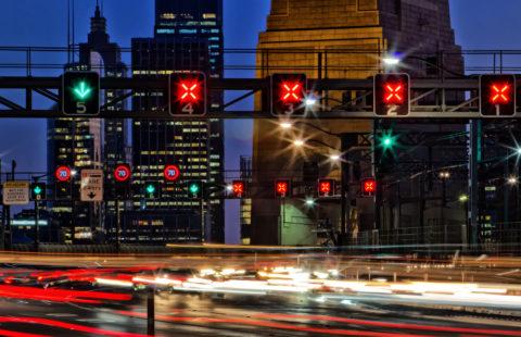 Missachtung eines Dauerlichtzeichens - rote gekreuzte Schrägbalken