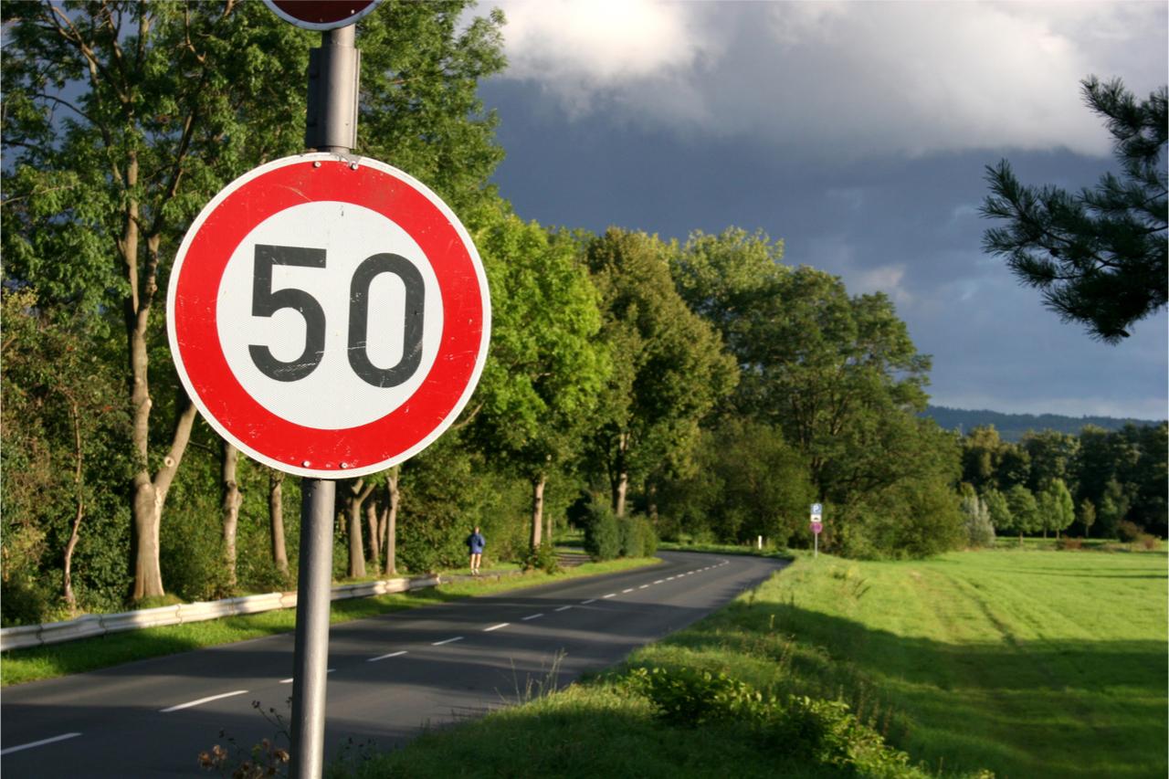 Tempo 50 Schild ausserorts