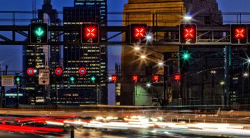 """Geschwindigkeitsbeschränkung - Sperrung eines Fahrstreifens durch """"rote gekreuzte Schrägbalken"""""""