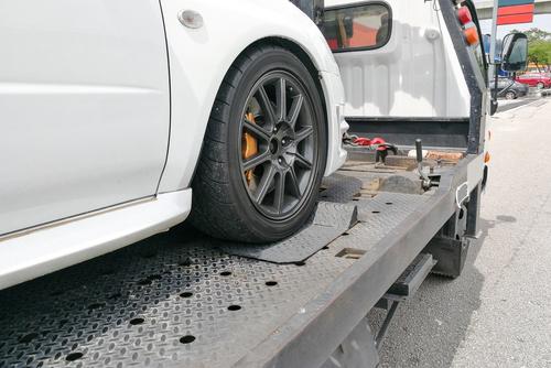 Abschleppmaßnahme - Parken im Bereich einer scharfen Kurve - milderes Mittel