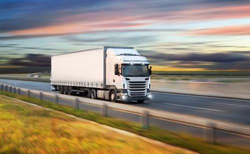 Überschreitung der zulässigen Gesamtlänge und Höhe eines Lkw-Gespanns auf Autobahn
