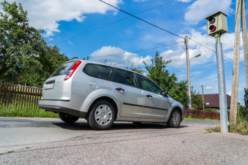 Geschwindigkeitsmessung – Unzulässigkeit der Verwertung eines Frontfotos zur Beweiserhebung