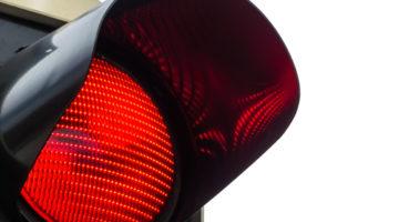 Anforderungen an die Feststellung eines qualifizierten Rotlichtverstoßes
