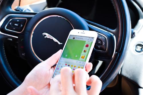 Verbotene Benutzung der Fernbedienung des Navigationsgeräts durch Fahrzeugführer