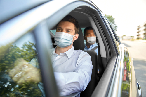 Corona-Pandemie - gemeinsamer Aufenthalt von 3 Personen in einem Privat-Pkw