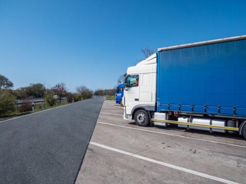 Sonn- und Feiertagsfahrverbot - Verurteilung Fahrzeughalter oder Fahrzeugdisponent