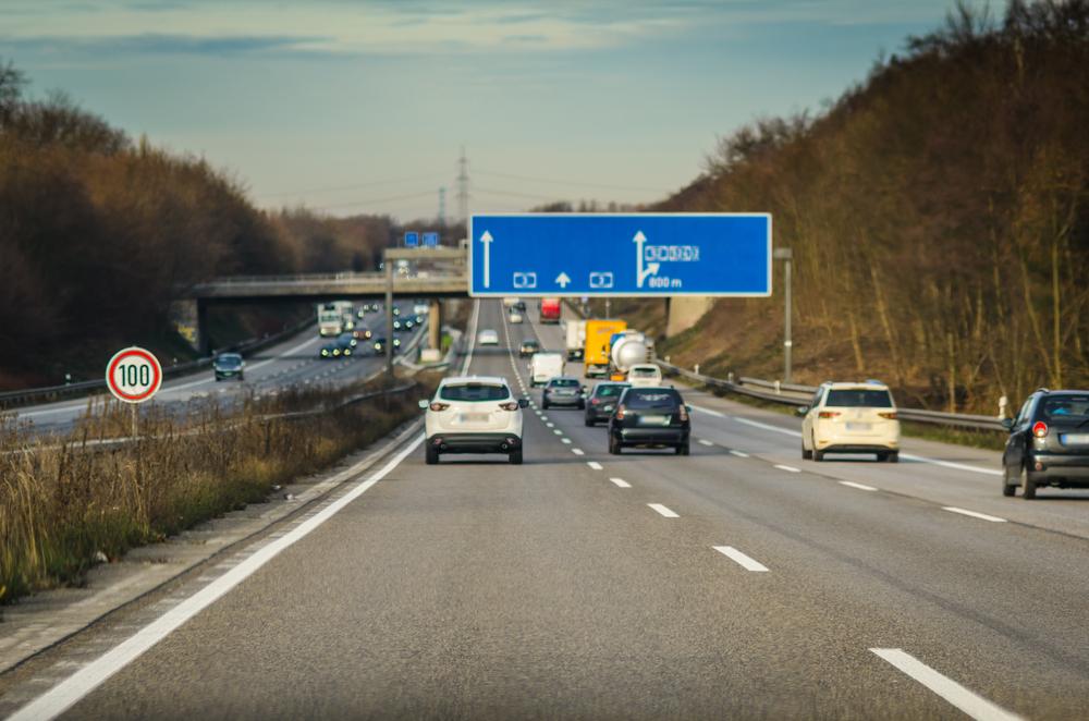 Geschwindigkeitsbeschränkungsschildern