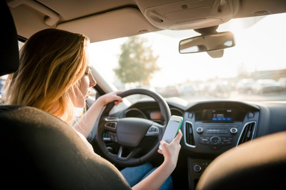 Umfang der Benutzung eines elektronischen Geräts während des Fahrens