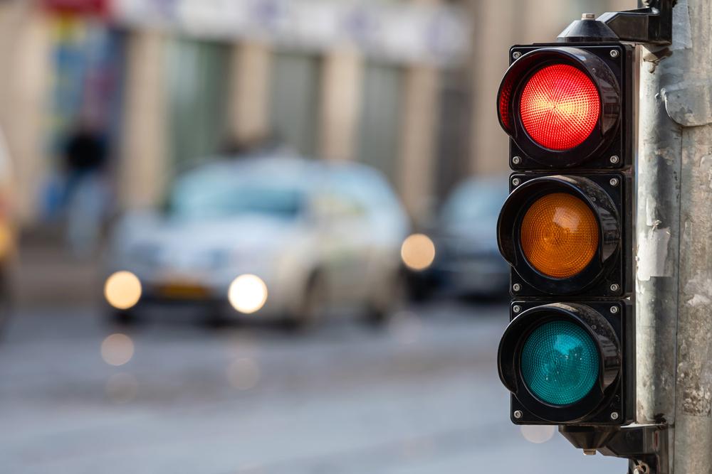 Absehen von Verhängung eines Fahrverbots nach qualifiziertem Rotlichtverstoß